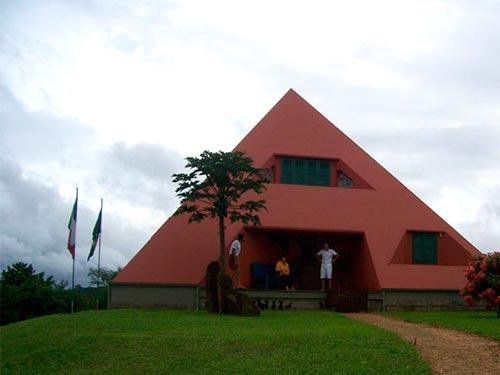 Piramicasa casa piramidal brasil for Come costruisci una casa